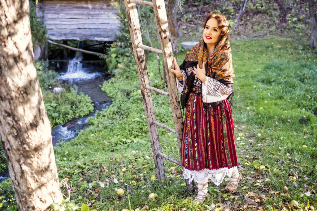 Traditional-Romanian-Costume